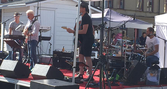 Roadhouse Rockband på torget i Åmål 2015-08-08.